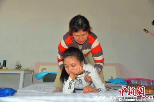 """山西""""90后""""女孩秦玉青患病瘫痪轮椅上创业直面人生"""